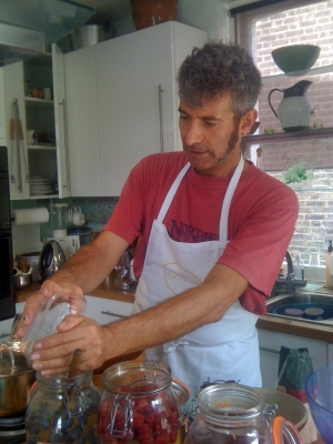 Sandor Katz in London preparing a fermented strawberry drink